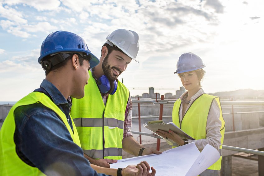The Tips to Guide You in Going for the Best Building Contractors